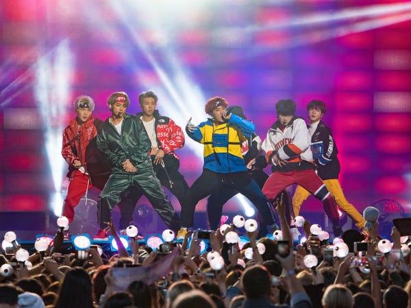 BTS biểu diễn tại chương trình