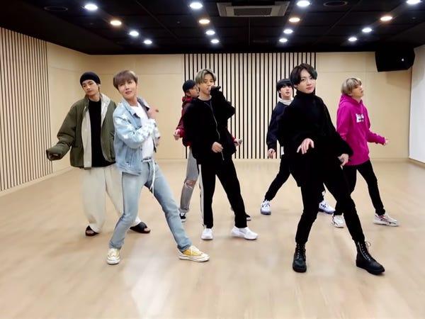 BTS luyện tập. Nhóm được đào tạo 3 năm để trở thành BTS (Ảnh:The Late Late Show/YouTube).