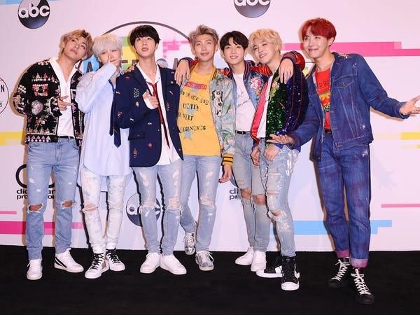 BTS tại lễ trao giải American Music Awards 2017 tại Los Angeles, California, Mỹ (Ảnh:Jason LaVeris/Getty Images).