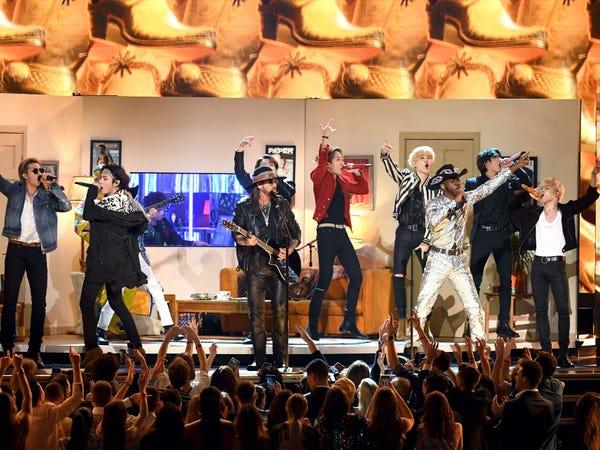 Năm 2019, BTS trở thành nghệ sĩ K-pop đầu tiên trình diễn tại Grammy Awards (Ảnh:Kevin Winter/Getty Images).