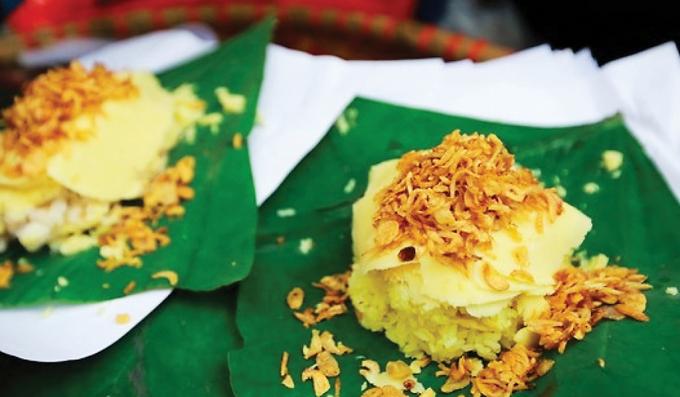 Xôi xéo là món ăn gắn liền với kí ức tuổi thơ của bất kì ai người Hà Nội.