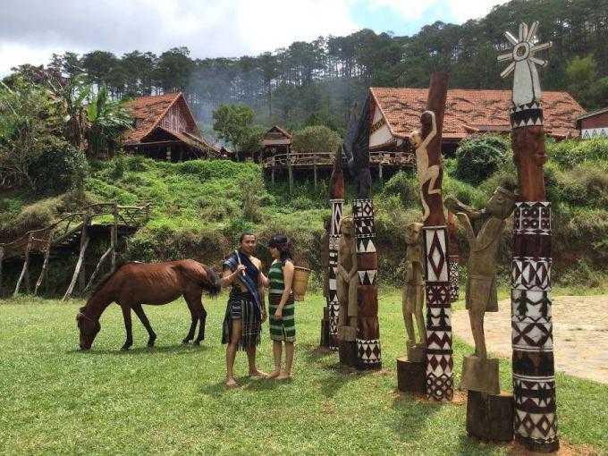 Tinh thần chủ đạo của làng là bảo tồn bản sắc văn hóa cư dân bản địa Tây Nguyên (Ảnh: sưu tầm).