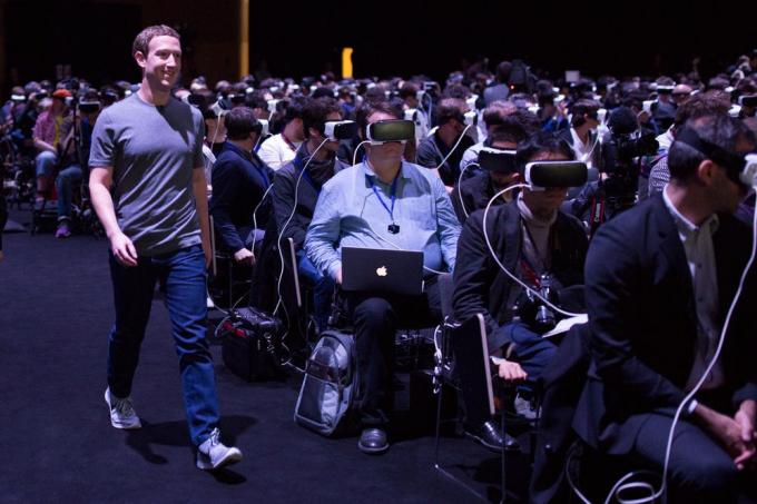 Mark Zuckerberg xuất hiện tại buổi thuyết trình về thực tế ảo tại sự kiện Mobile World Congress năm 2016 (Ảnh: BussinessInsider).