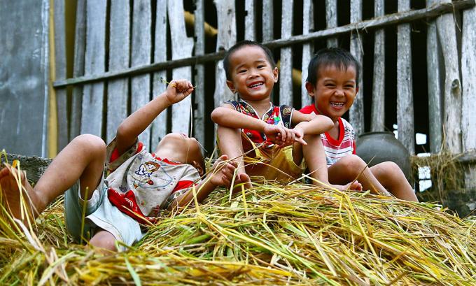 Mỗi một đứa trẻ được sinh ra là thêm một số phận, thêm một cuộc đời. Mỗi một đứa trẻ là một con người (Ảnh: sưu tầm).