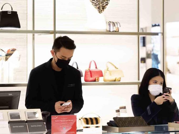 Nếu như trước đây người Trung Quốc chi 111 ti USD/năm cho các món hàng xa xỉ, thì nay xu hướng mua sắm thời