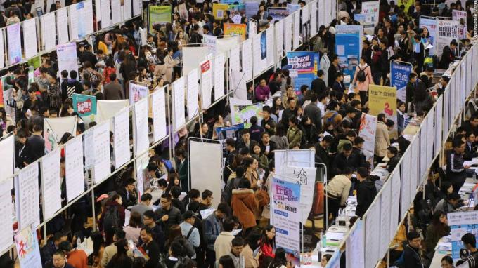 Trung Quốc sẽ còn phải đối mặt với làn sóng thất nghiệp rất lớn, sau khi năm nay sẽ có thêm 8,7 triệu sinh viên tốt nghiệp