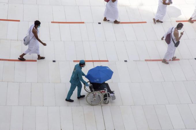 Tổ chức Y tế Thế giới nhận định việc nước chủ nhà Saudi Arabia tổ chức lễ hành hươngđi kèm các biện pháp y tế đặc biệtđáng để học hỏi, từ đó ngăn chặn sự lây lan của virus trong những sự kiện tương tự. (Ảnh: AP)